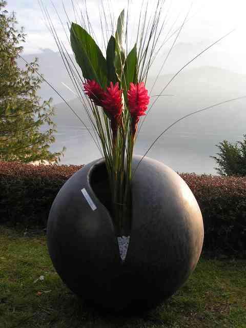 Kugel fast zu, mit Blumeneinsatz