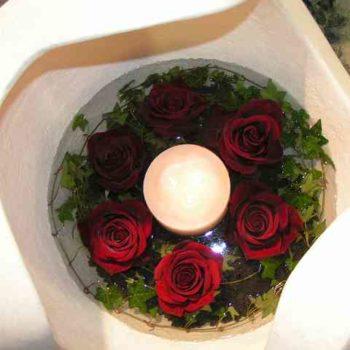 Kugel mit Roseneinsatz und Kerze