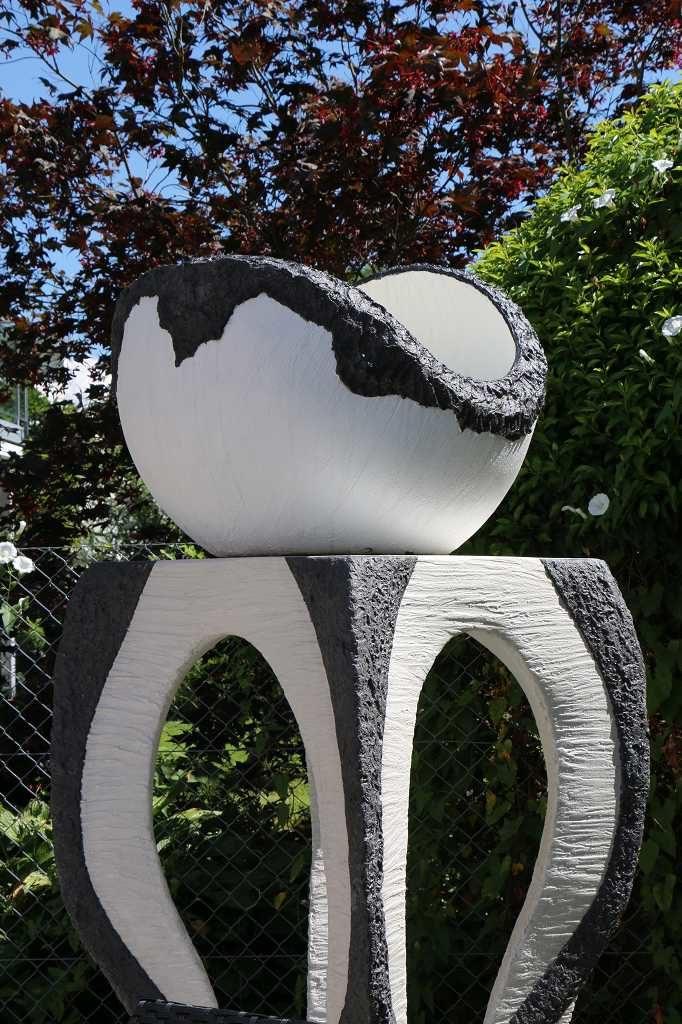 Skulptur mit Tisch und Kugel, Schweiz