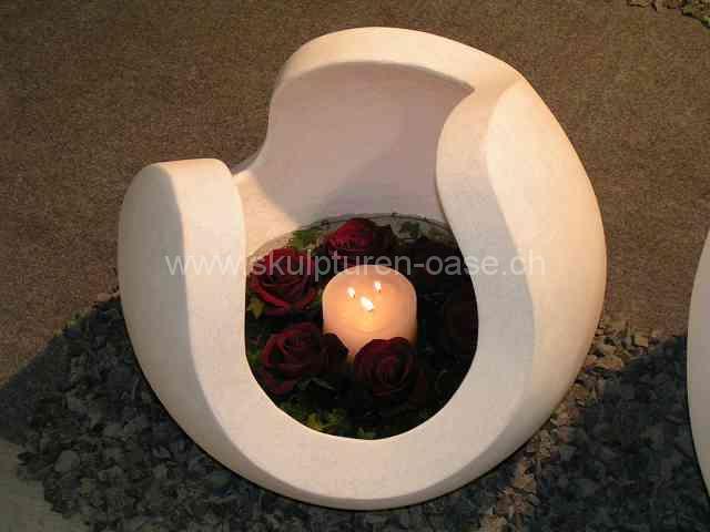 Kugel mit Roseneinsatz und Kerze von der Seite