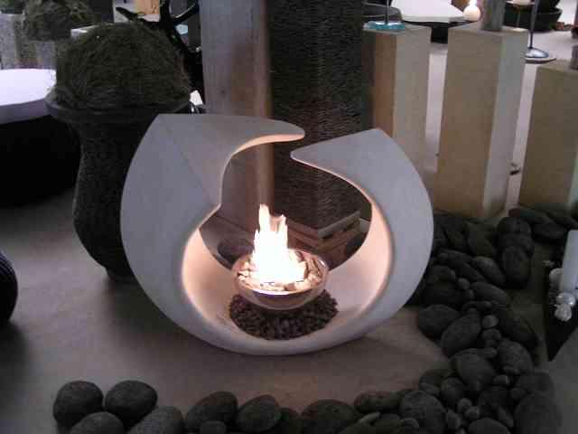 Ring als Skulptur und Feuer