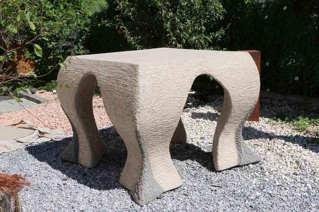 Skulptur Tisch