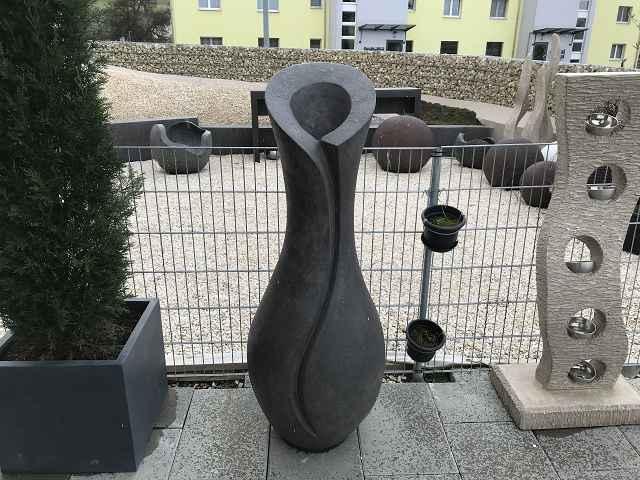 Amphore 1600cm hoch 60 cm breit grau